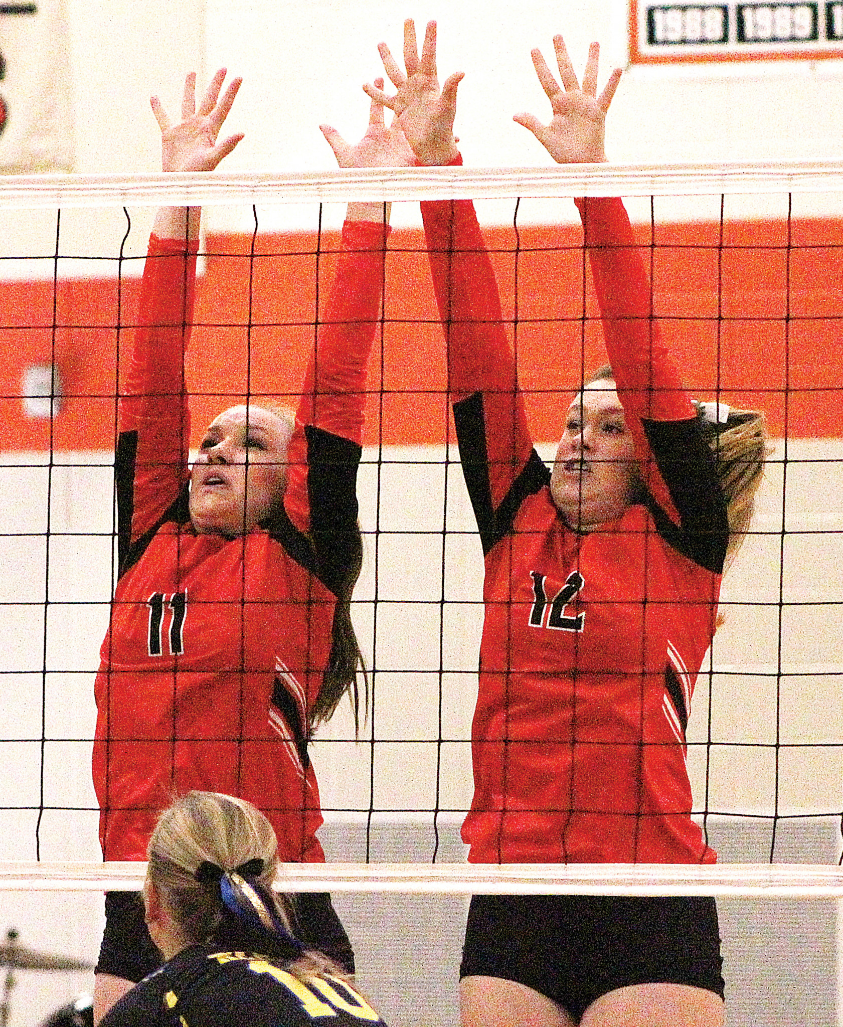 Huskies Kaiya Holmquist (11) and Maggie Howes (12)