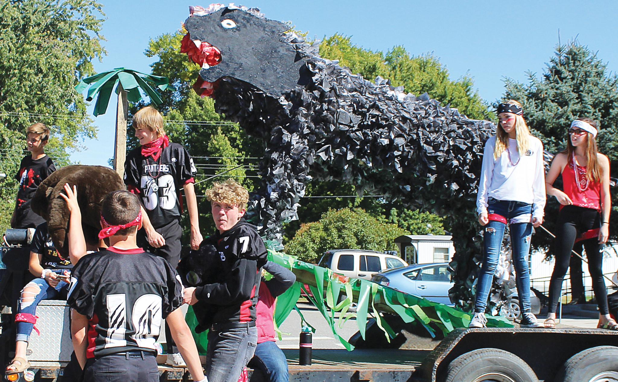 "Freshmen float - ""Welcome to the Jungle"""