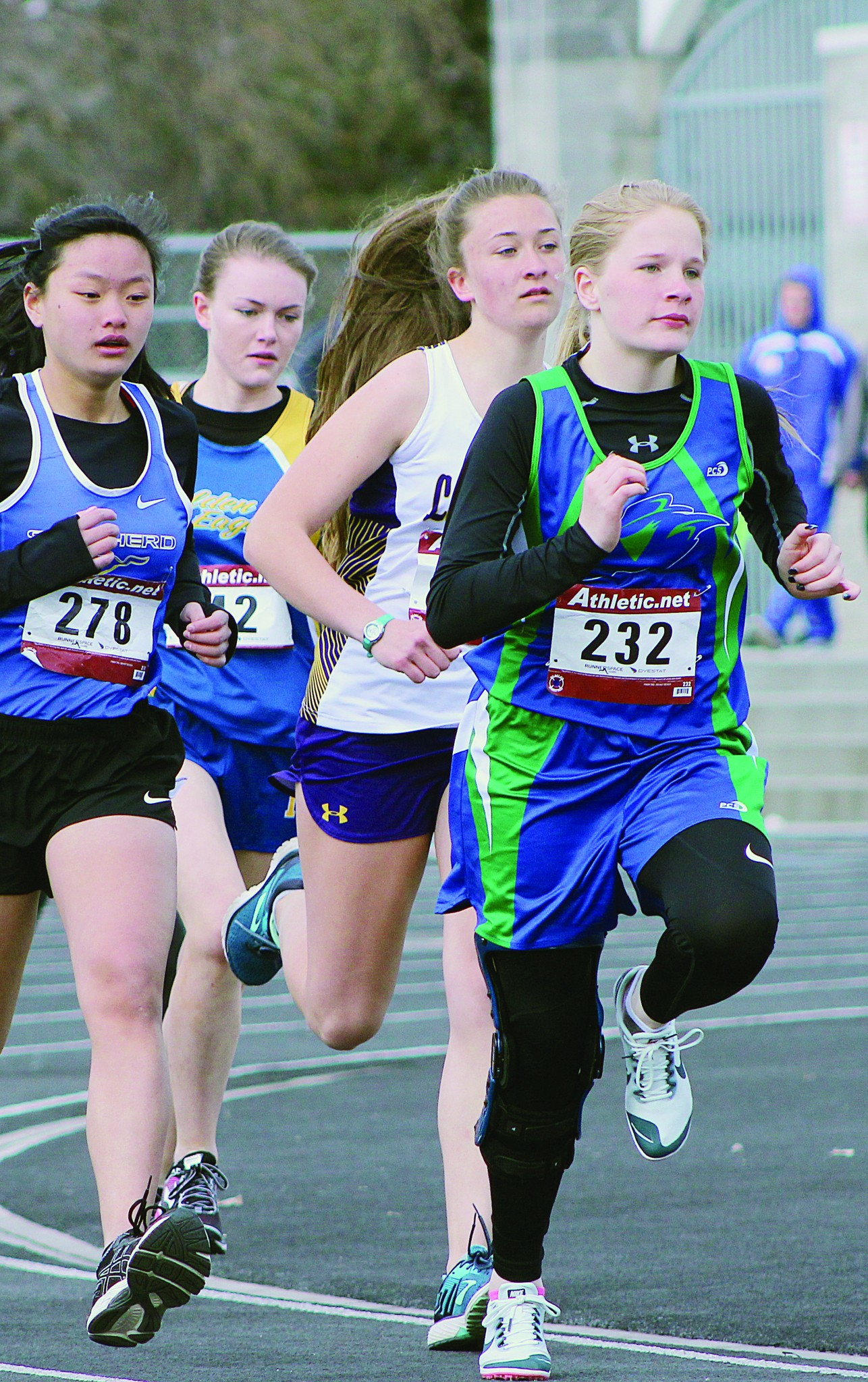 RPR freshman Justice Albers paces her group during the 800-meter race.